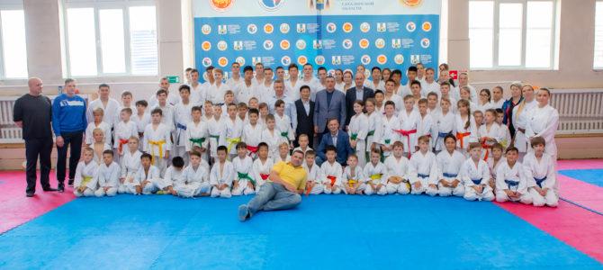 Валерий Лимаренко посетил областную школу восточных видов единоборств
