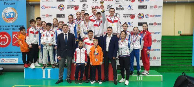 Сахалинские каратисты завоевали 11 медалей всероссийских соревнований в Санкт-Петербурге