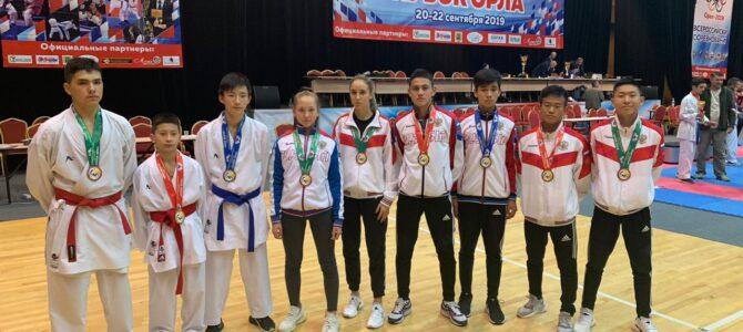 Воспитанники федерации каратэ Сахалинской области отправились за медалями в Орел