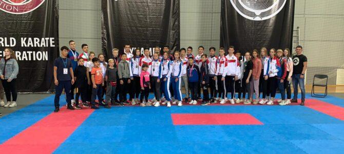 Островные каратисты отправились за медалями в Новосибирск