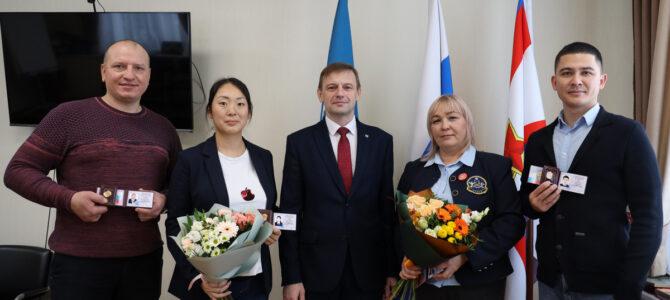 Тренеры региональной федерации каратэ Александр Рим и Анастасия Ким получили удостоверения судей всероссийской категории