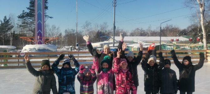 Воспитанники федерации каратэ Сахалинской области покатались на коньках