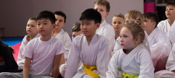 Юным сахалинским каратистам рассказали о честном спорте